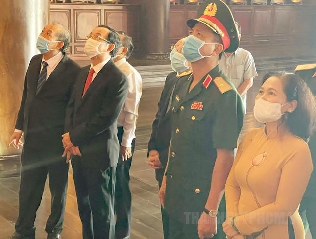 Phó Thủ tướng Trương Hòa Bình, Bí thư Nguyễn Văn Nên họp mặt truyền thống cách mạng ở TPHCM ảnh 4