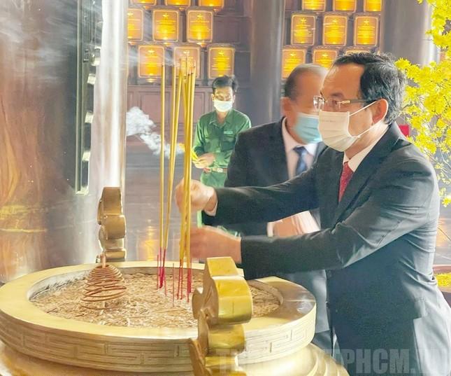 Phó Thủ tướng Trương Hòa Bình, Bí thư Nguyễn Văn Nên họp mặt truyền thống cách mạng ở TPHCM ảnh 2