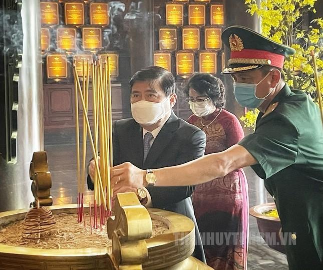 Phó Thủ tướng Trương Hòa Bình, Bí thư Nguyễn Văn Nên họp mặt truyền thống cách mạng ở TPHCM ảnh 3