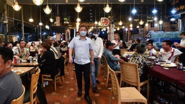 Nhà hàng ở TPHCM hoạt động lại từ 1/3, vũ trường quán bar tiếp tục đóng cửa chống COVID-19 ảnh 1