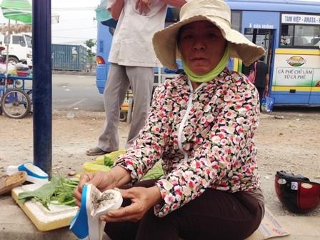 Nhiều người sưng, ngứa chân khi đi dép Trung Quốc ảnh 1