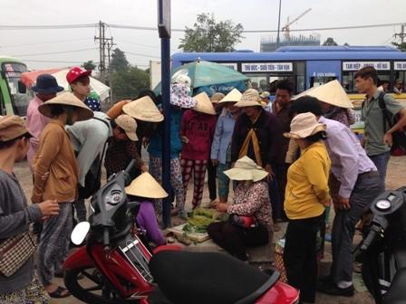 Nhiều người sưng, ngứa chân khi đi dép Trung Quốc ảnh 3
