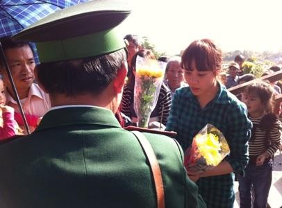 Hàng ngàn người viếng mộ Đại tướng đầu năm ảnh 7