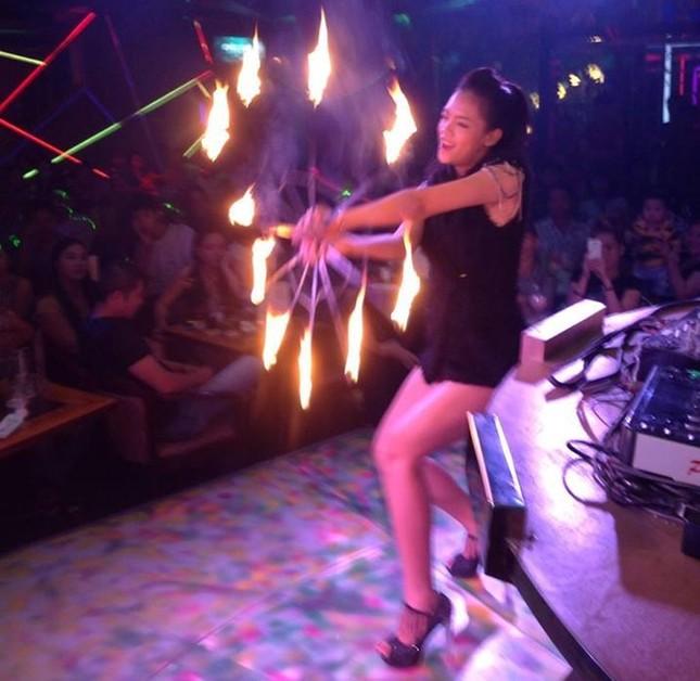 Nữ 9X liều mình sống với nghề múa lửa ảnh 2