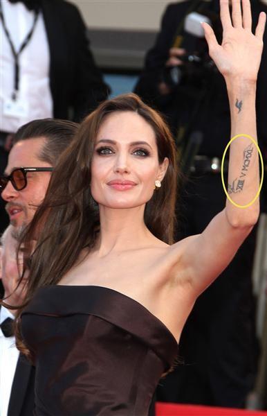 Những câu chuyện cuộc đời Angelina Jolie qua hình xăm ảnh 10