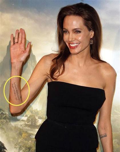 Những câu chuyện cuộc đời Angelina Jolie qua hình xăm ảnh 12