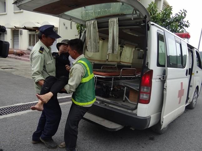 Xe khách chở 32 người bốc cháy trong hầm Hải Vân ảnh 1