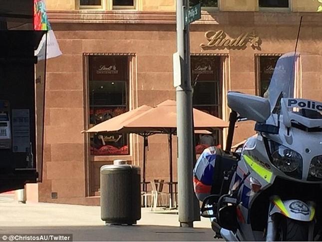 [ẢNH] Lính bắn tỉa bao vây kẻ bắt cóc con tin ở Sydney ảnh 10