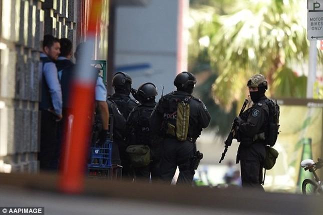 [ẢNH] Lính bắn tỉa bao vây kẻ bắt cóc con tin ở Sydney ảnh 11