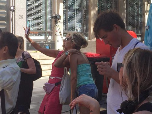 Chụp ảnh 'tự sướng' gần hiện trường vụ bắt cóc ở Sydney ảnh 2