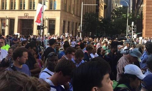Chụp ảnh 'tự sướng' gần hiện trường vụ bắt cóc ở Sydney ảnh 1