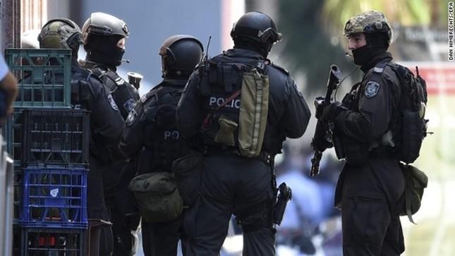 [ẢNH] Lính bắn tỉa bao vây kẻ bắt cóc con tin ở Sydney ảnh 1