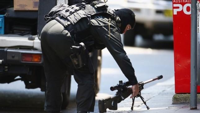 [ẢNH] Lính bắn tỉa bao vây kẻ bắt cóc con tin ở Sydney ảnh 2
