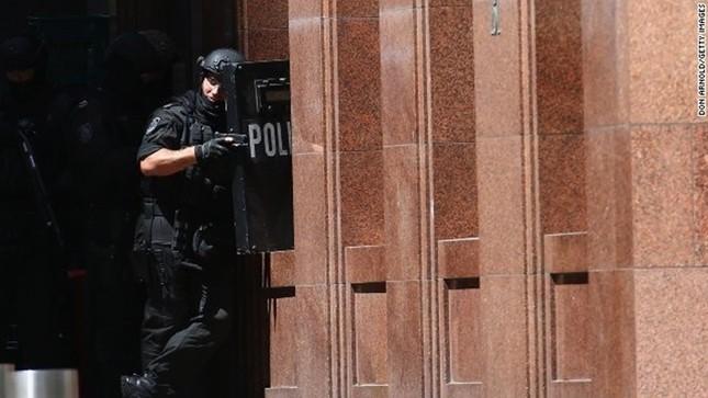 [ẢNH] Lính bắn tỉa bao vây kẻ bắt cóc con tin ở Sydney ảnh 4