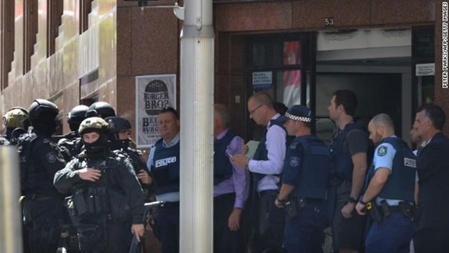 [ẢNH] Lính bắn tỉa bao vây kẻ bắt cóc con tin ở Sydney ảnh 5