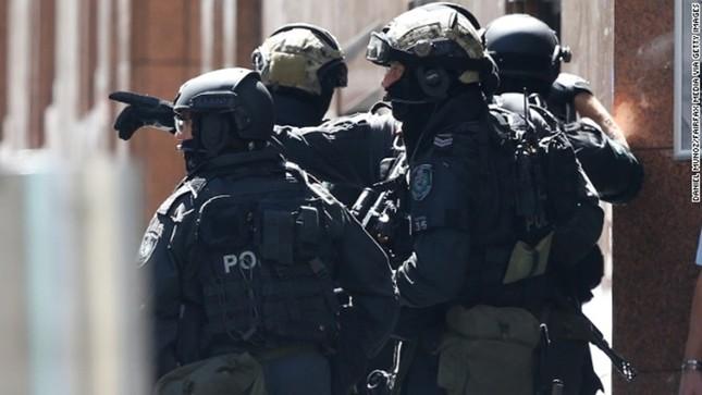 [ẢNH] Lính bắn tỉa bao vây kẻ bắt cóc con tin ở Sydney ảnh 6