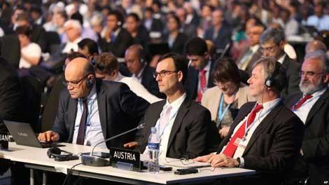 Điệp viên nấp sau bàn Hội nghị biến đổi khí hậu ảnh 1