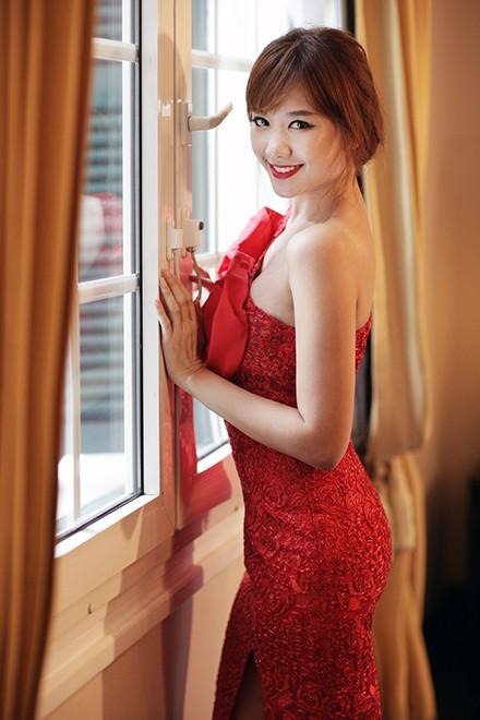 Hari Won khoe lưng trần quyến rũ ảnh 2