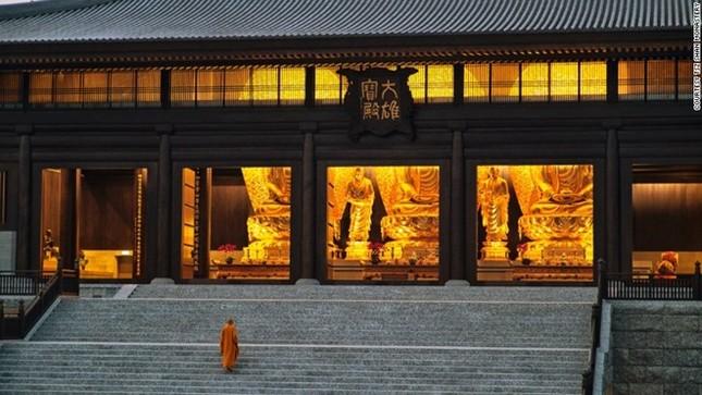 Tu viện Phật giáo lắp kính chống đạn ở Hong Kong ảnh 4
