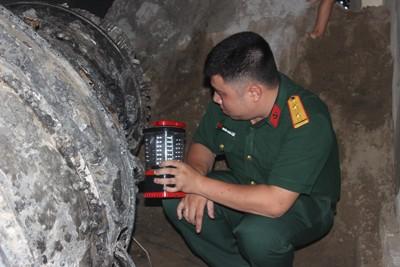 Ngư dân Hà Tĩnh vớt được vật thể nghi động cơ Su-22 ảnh 2