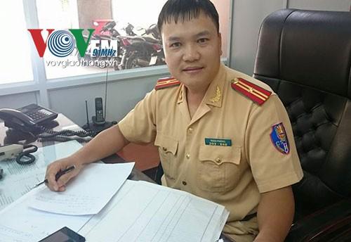 Hà Nội: CSGT tìm chủ nhân chiếc ví bị đánh rơi ảnh 1