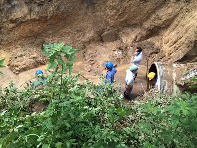 Vỡ đường ống sông Đà, hàng chục nghìn hộ dân mất nước ảnh 11