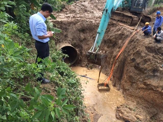 Vỡ đường ống sông Đà, hàng chục nghìn hộ dân mất nước ảnh 12