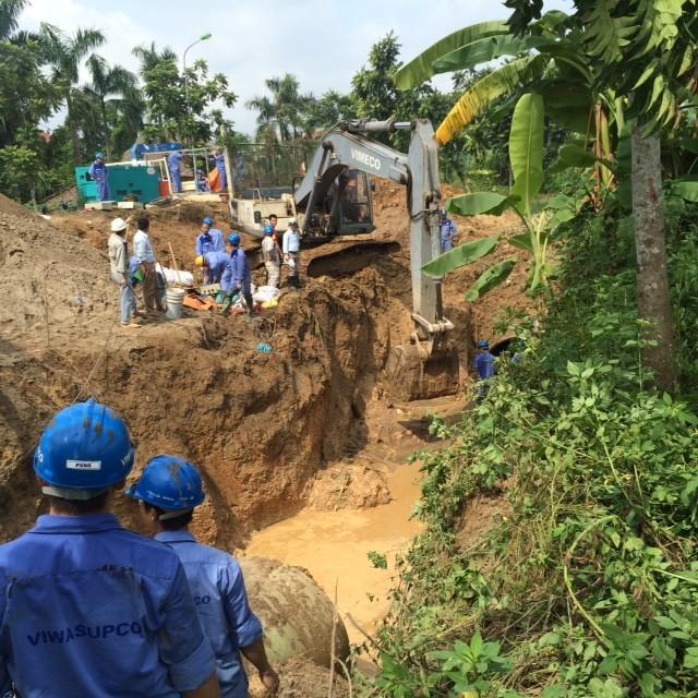 Vỡ đường ống sông Đà, hàng chục nghìn hộ dân mất nước ảnh 2
