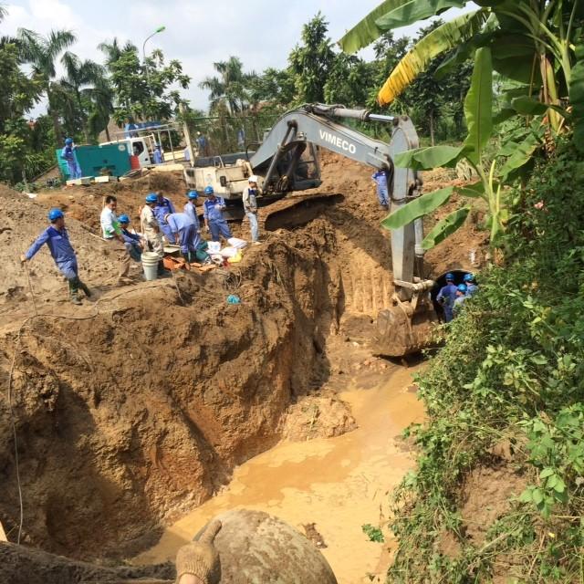 Vỡ đường ống sông Đà, hàng chục nghìn hộ dân mất nước ảnh 4