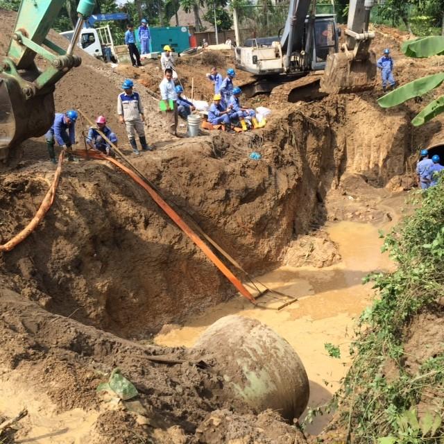 Vỡ đường ống sông Đà, hàng chục nghìn hộ dân mất nước ảnh 6