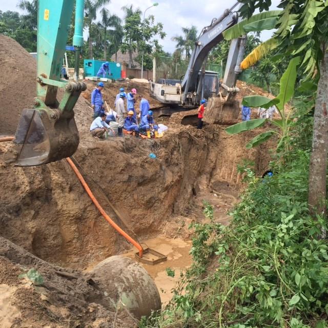 Vỡ đường ống sông Đà, hàng chục nghìn hộ dân mất nước ảnh 7