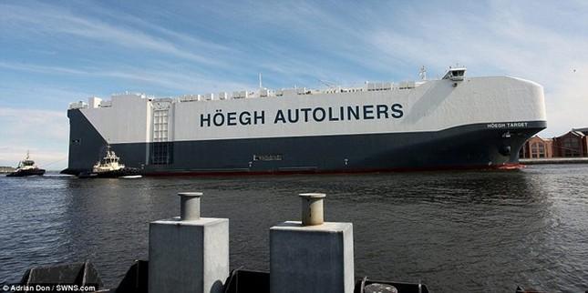 Choáng ngợp trước tàu chở ôtô lớn nhất thế giới ảnh 4