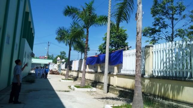 Côn đồ đánh ngất trưởng phòng bệnh viện Quảng Nam ảnh 1
