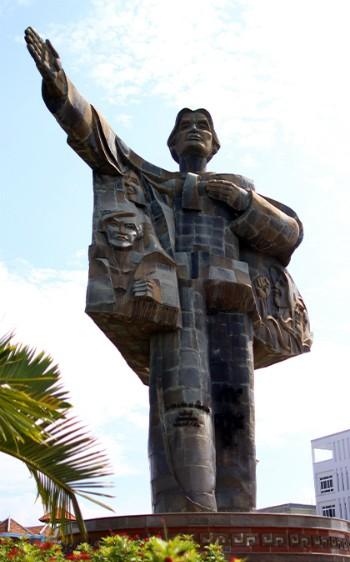 Chuyện ít biết về tượng đài được làm từ 7.000 vỏ đạn ảnh 2