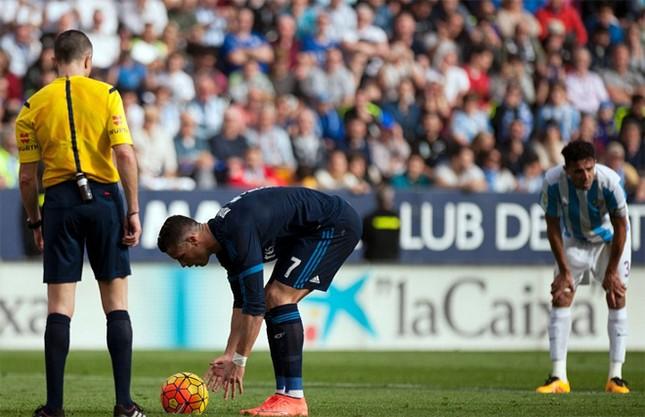 Ronaldo khoe cơ bắp và tuyên bố 'không cần ngày nghỉ' ảnh 2