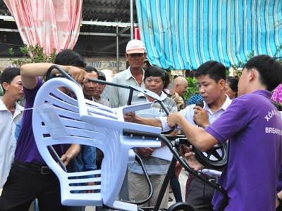 Trao 200 xe lăn cho người khuyết tật ĐBSCL ảnh 2