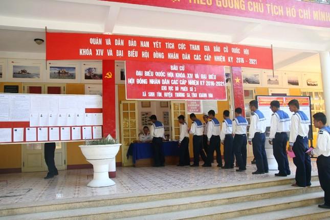 Quân dân Trường Sa nô nức đi bầu cử ảnh 6