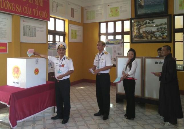 Quân dân Trường Sa nô nức đi bầu cử ảnh 2
