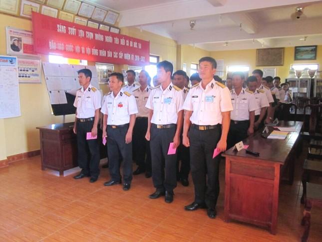 Quân dân Trường Sa nô nức đi bầu cử ảnh 4