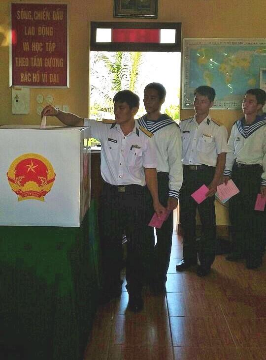Quân dân Trường Sa nô nức đi bầu cử ảnh 5