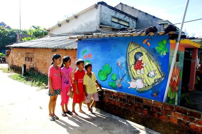 Thanh niên xứ Hàn làm làng bích họa độc đáo ở Quảng Nam ảnh 3