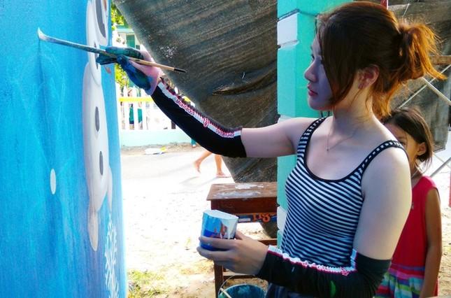 Thanh niên xứ Hàn làm làng bích họa độc đáo ở Quảng Nam ảnh 4