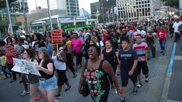 11 cảnh sát Mỹ thương vong trong cuộc biểu tình ở Dallas ảnh 2