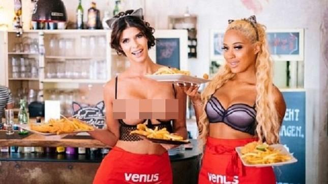 Nhà hàng thuê người mẫu ngực trần làm bồi bàn để 'câu' khách ảnh 2