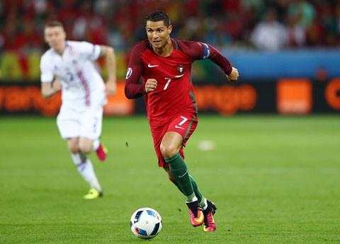 Bồ Đào Nha vô địch, siêu cò tâng bốc Ronaldo 'lên mây' ảnh 1