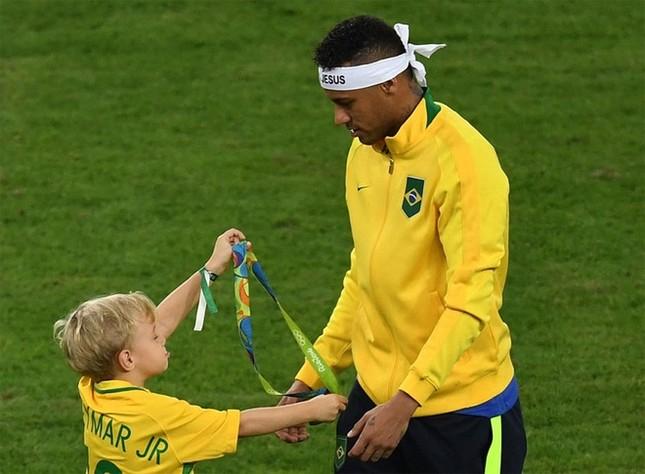 Neymar và khoảnh khắc đi vào lịch sử bóng đá Brazil ảnh 2