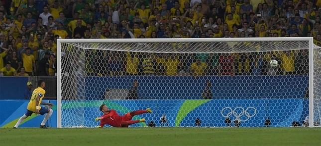 Neymar và khoảnh khắc đi vào lịch sử bóng đá Brazil ảnh 4