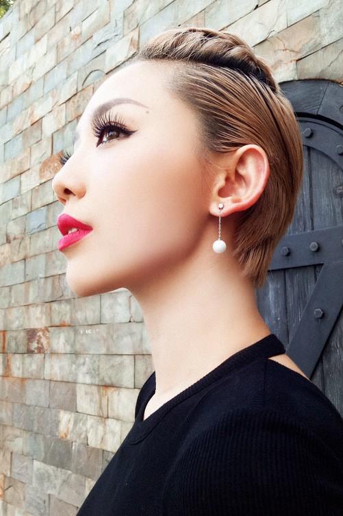 Hà Hồ mặc váy ghép từ khăn Louis Vuitton ảnh 6