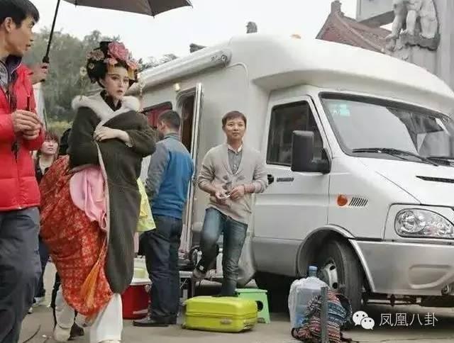 Xe sang tiện nghi như khách sạn của sao showbiz Trung Quốc ảnh 13