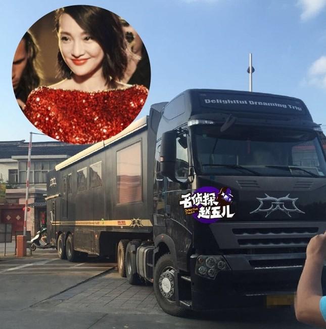 Xe sang tiện nghi như khách sạn của sao showbiz Trung Quốc ảnh 1